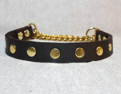 Collar with rivets
