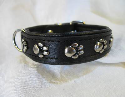 Dog collar paws